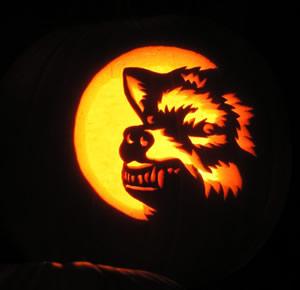 Ricks pumpkin tips snarling wolf 2 growling at the moon2009 pronofoot35fo Choice Image